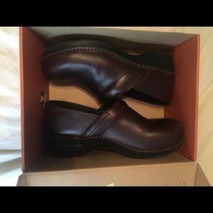 Dansko Pro XP leather brown shoes size 41